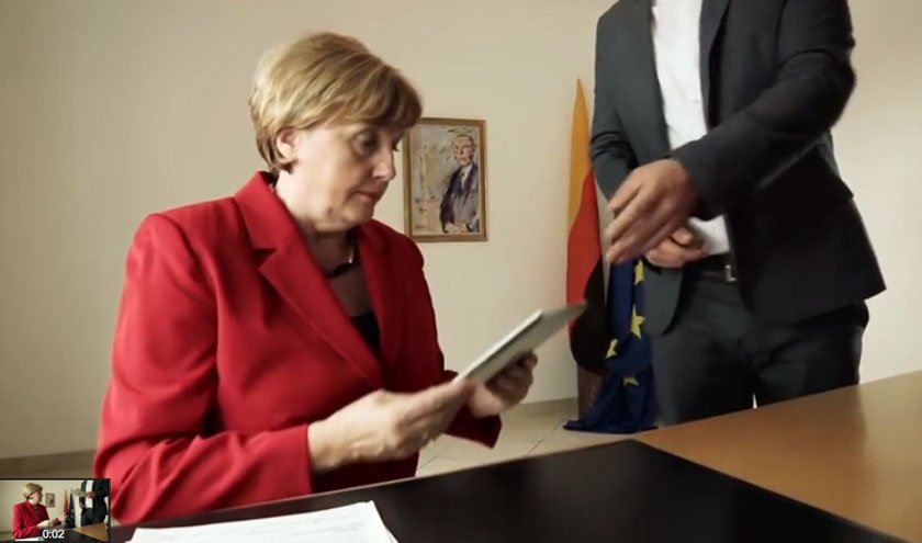 Merkel Double Ursula im Video der Band Herzig